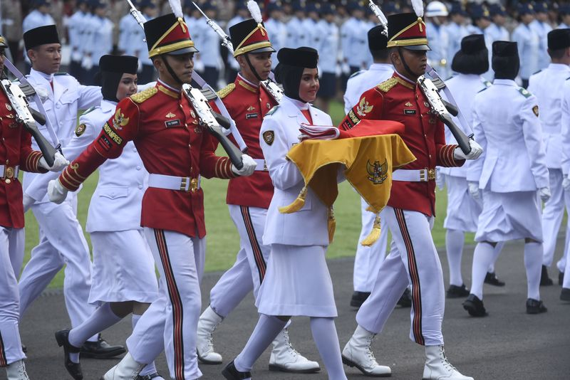 Profil Zanati Tahta, Pembawa Baki di Upacara Penurunan Bendera HUT RI