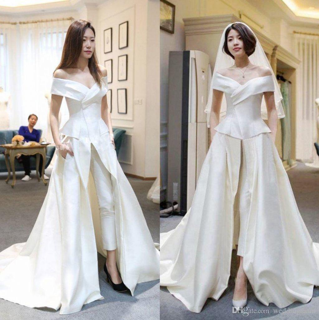 12 Inspirasi Gaun Pengantin Dengan Celana Untukmu Yang Tomboy