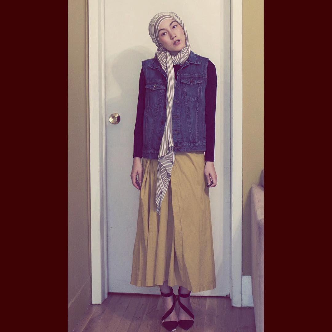 15 Inspirasi Gaya Hana Tajima Simpson, Fashion Hijab yang Effortless