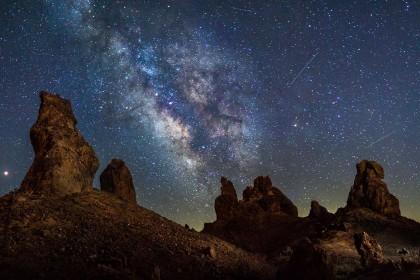 Inilah 11 Momen Terindah dari Meteor Perseids yang Tertangkap Kamera
