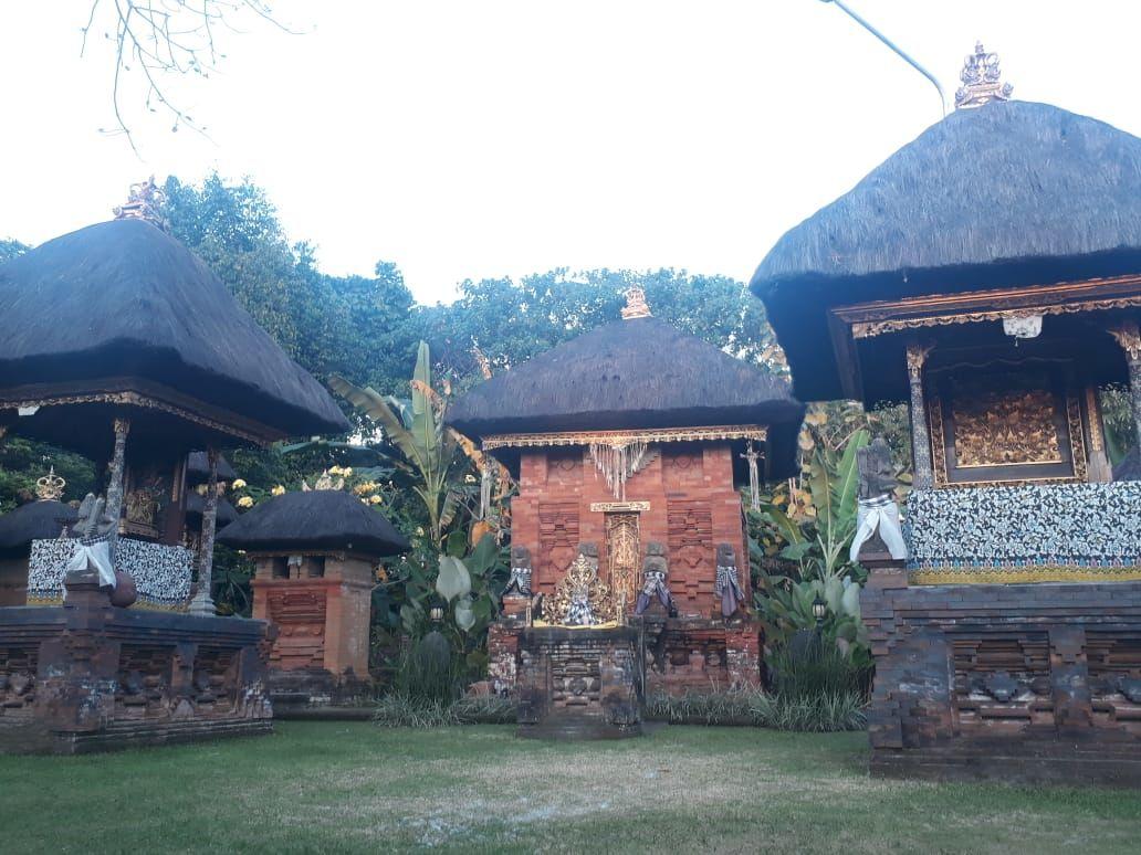 Nangkil di Pura Dalem Tohjaya, Diyakini Memberi Kesembuhan & Momongan