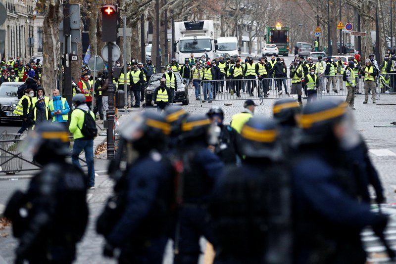 Protes Rompi Kuning Berakhir Rusuh, Monumen Bersejarah Prancis Dirusak