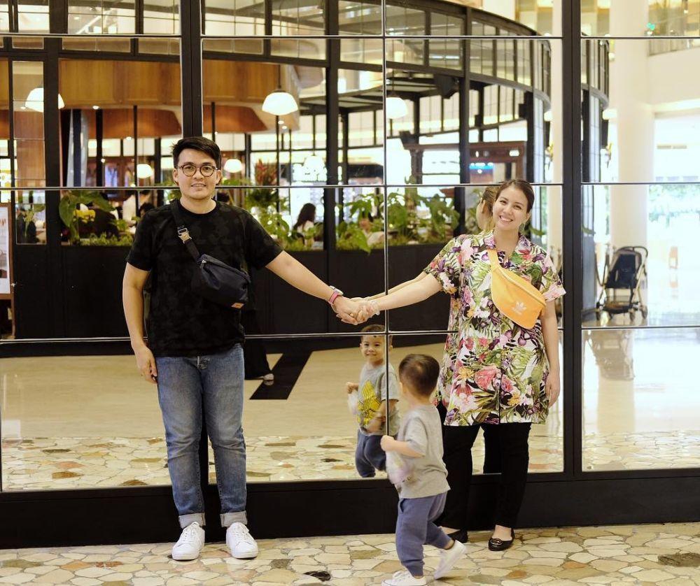 Hamil Anak Kedua, Ini 10 Potret Kebahagiaan Keluarga Tya Ariestya