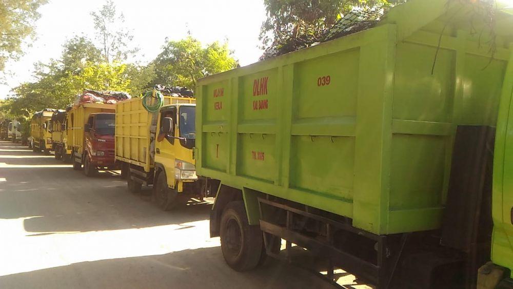 Jalan Berlubang & Rusak, Truk Sampah Antre 10 Jam di TPA Suwung
