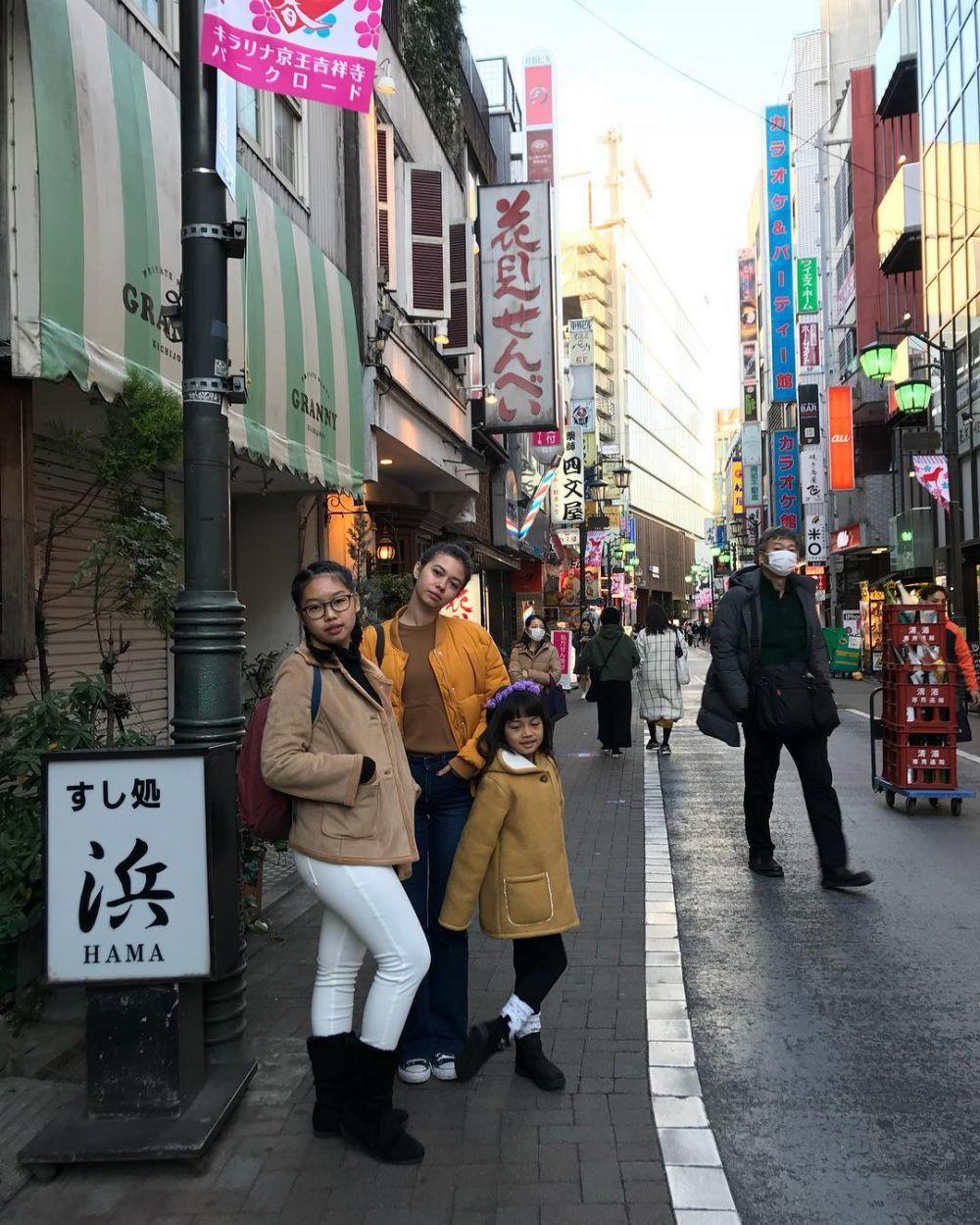 Sister Goals, 10 Momen Kedekatan Yuki Kato dan Dua Adiknya
