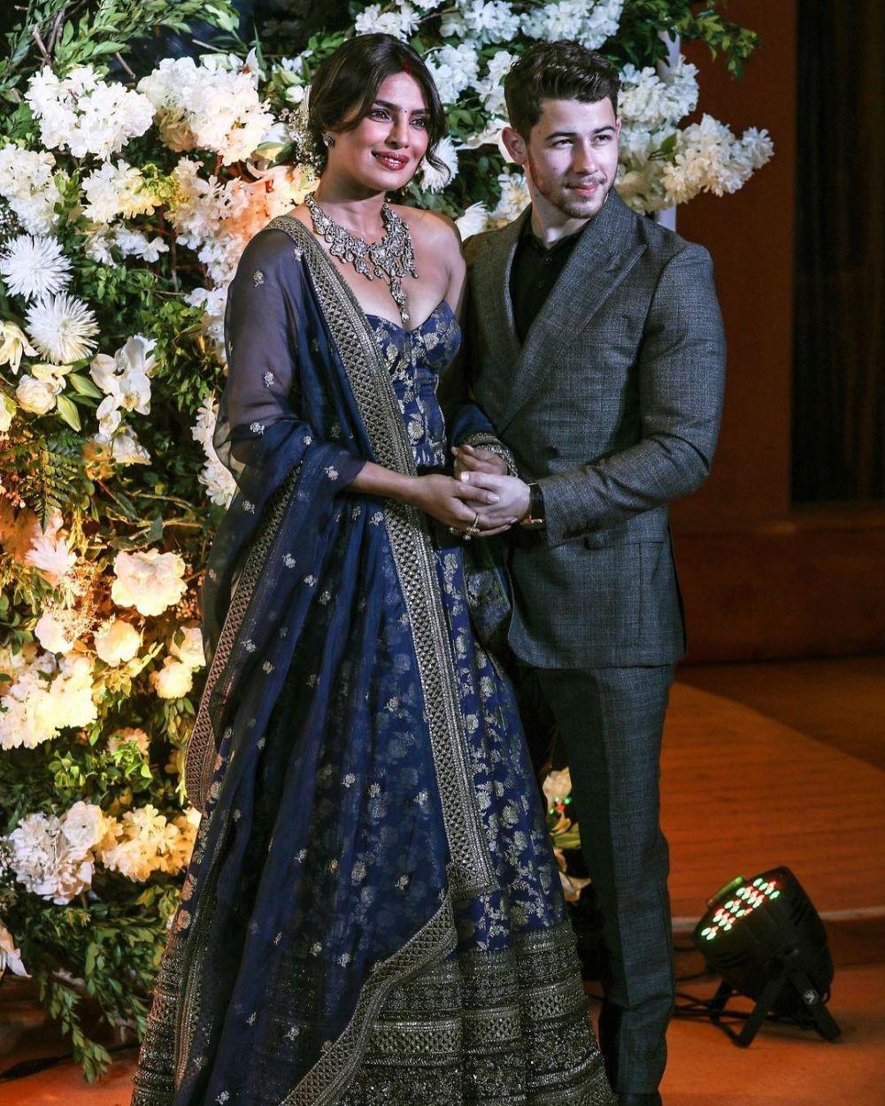 Meriah, 10 Potret Syahdu Resepsi Priyanka & Nick Jonas di Mumbai