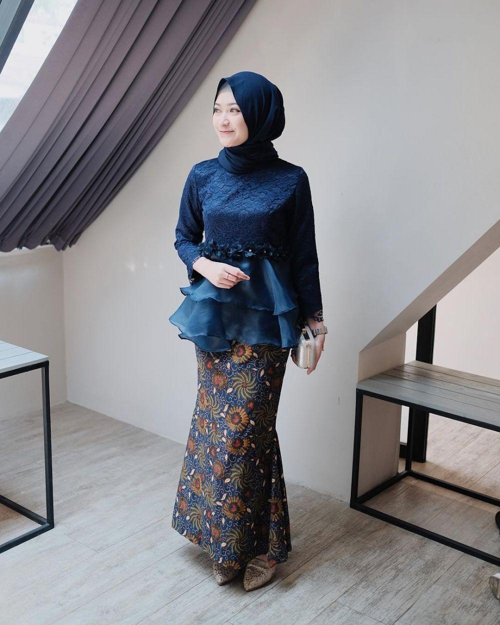10 Referensi Paling Kece Kebaya Hijab ala Selebgram Saritiw