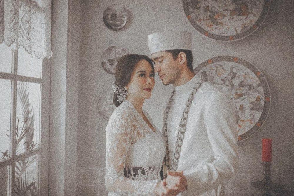 Hamil Muda, 10 Potret Kemesraan Aura Kasih dan Suami yang Manis Banget