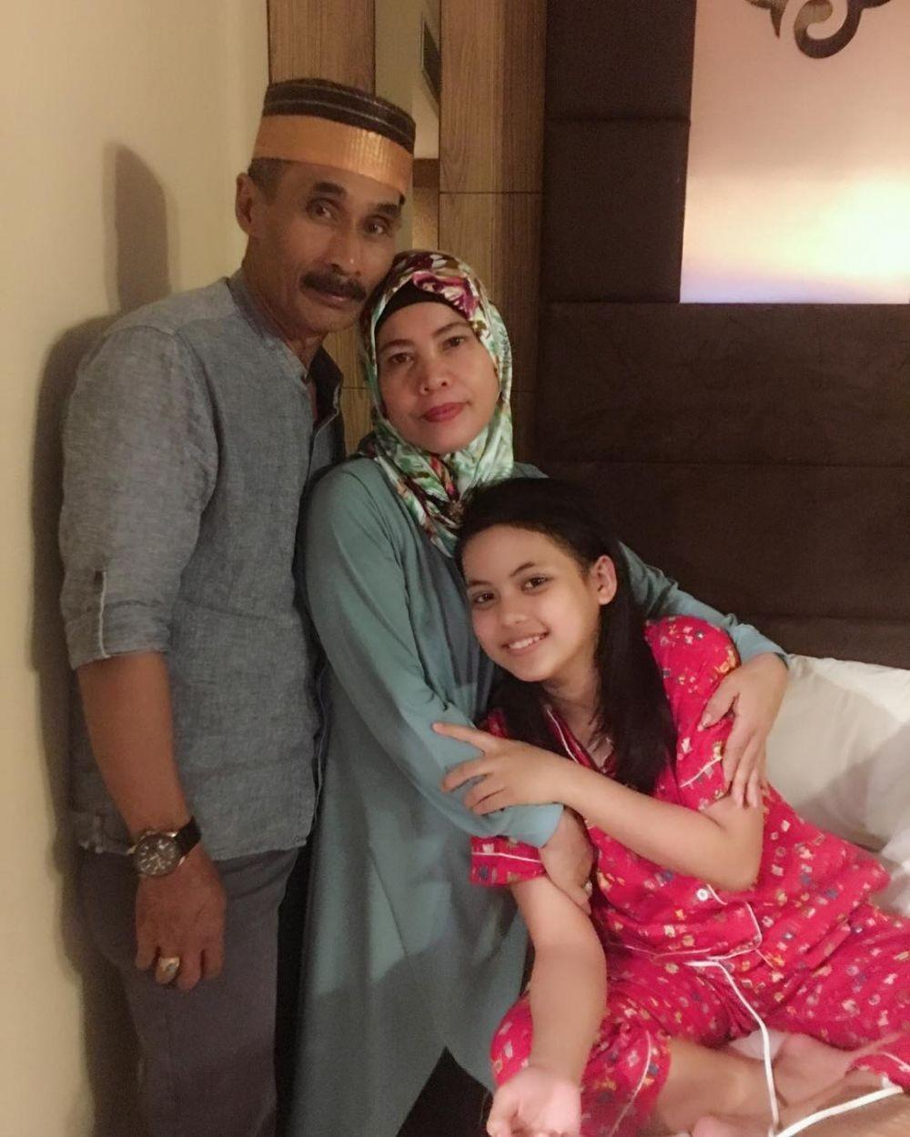 Ayah Meninggal Dunia, 9 Kenangan Putri D'Academy dengan Almarhum