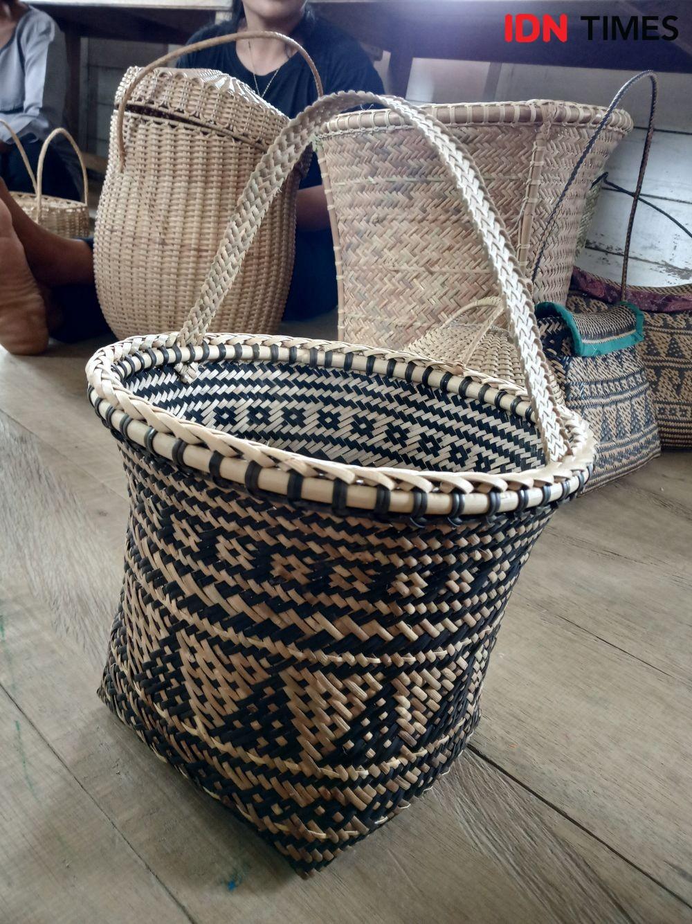 8 Kerajinan Rotan Kalimantan Tengah IniBisa Jadi Dekorasi Rustic Lho!