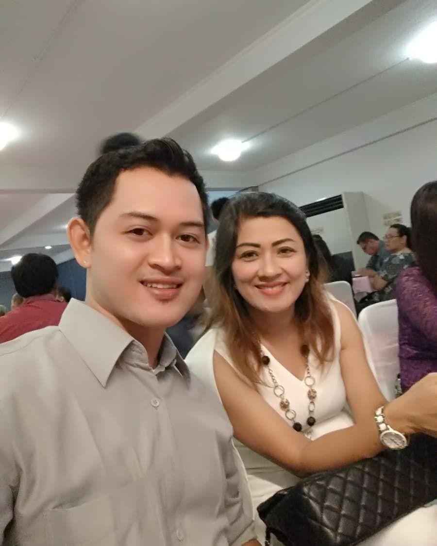 Putus dari Elly Sugigi, 10 Kemesraan Ferry dan Pasangan Barunya