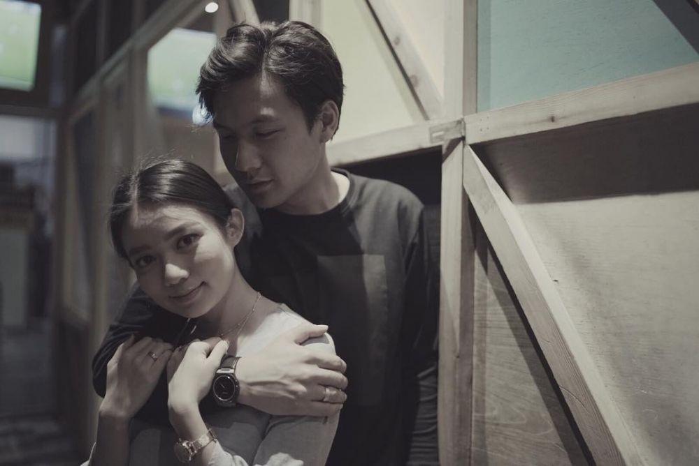 Hampir Dua Tahun Menikah, Ini 10 Potret Romantis Fendy Chow dan Stella