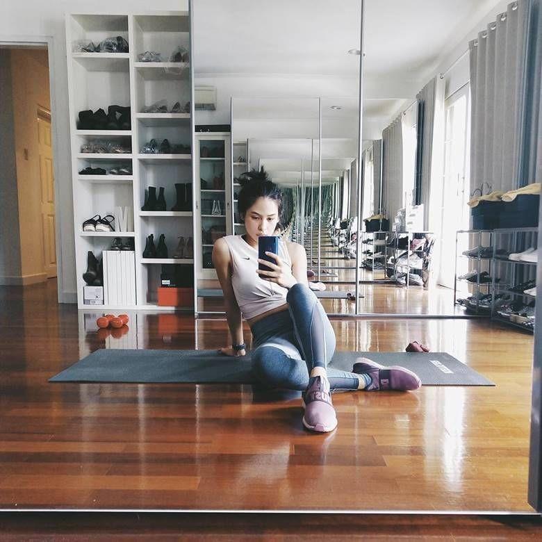 Rajin Olahraga dan Dance, 10 Potret Maudy Ayunda Pamer Body Goals