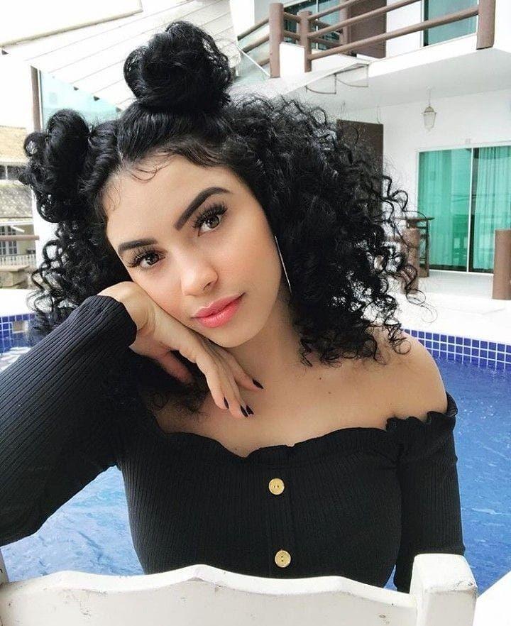 10 Gaya Rambut Keriting Perempuan yang Lagi Hits, Bikin Seksi & Manis
