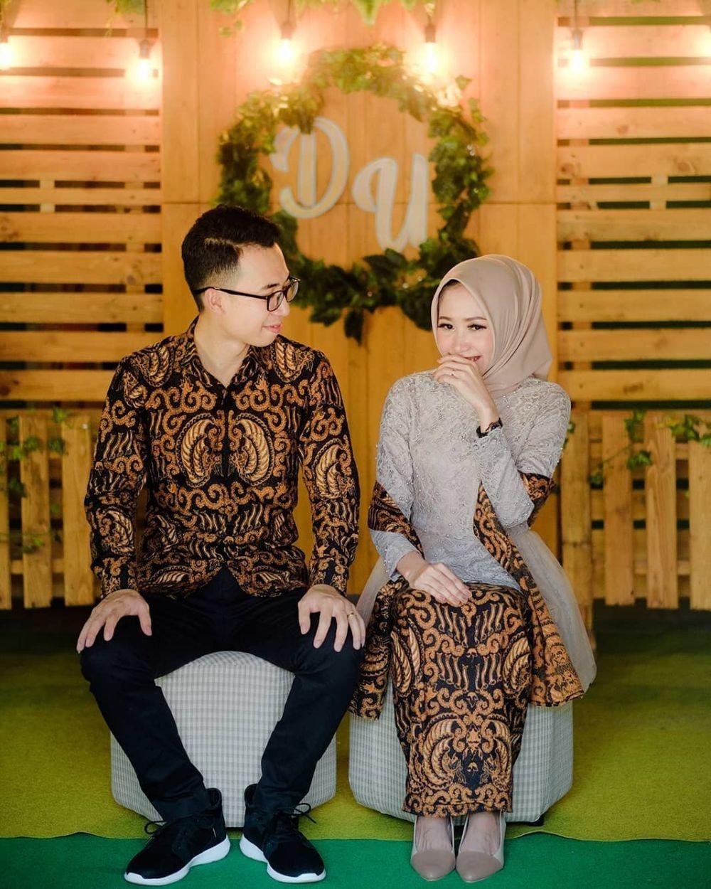 Bisa Jadi Referensi 8 Model Kebaya Couple Dengan Hijab Untuk Tunangan