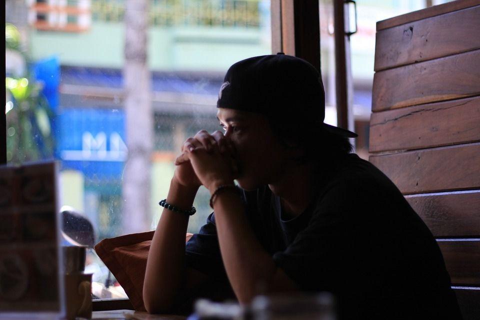6 Tanda Ini Bukti Kamu Sukses Sakiti Perasaan Sendiri