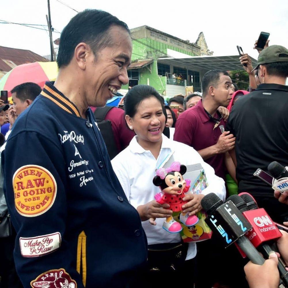 Setia Mendampingi, 10 Potret Mesra Jokowi dan Iriana yang Bikin Baper
