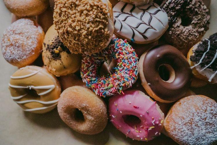 10 Makanan yang Bisa Merusak Kulit, Padahal Rasanya Enak Semua