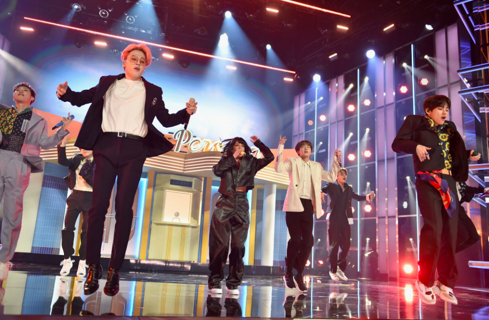 10 Potret BTS di Billboard Music Awards Bikin Army Bangga