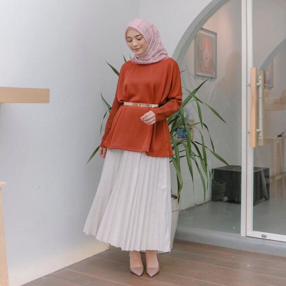 Referensi Hijab Simple ala Mega Iskanti, Pas buat OOTD Bukber!