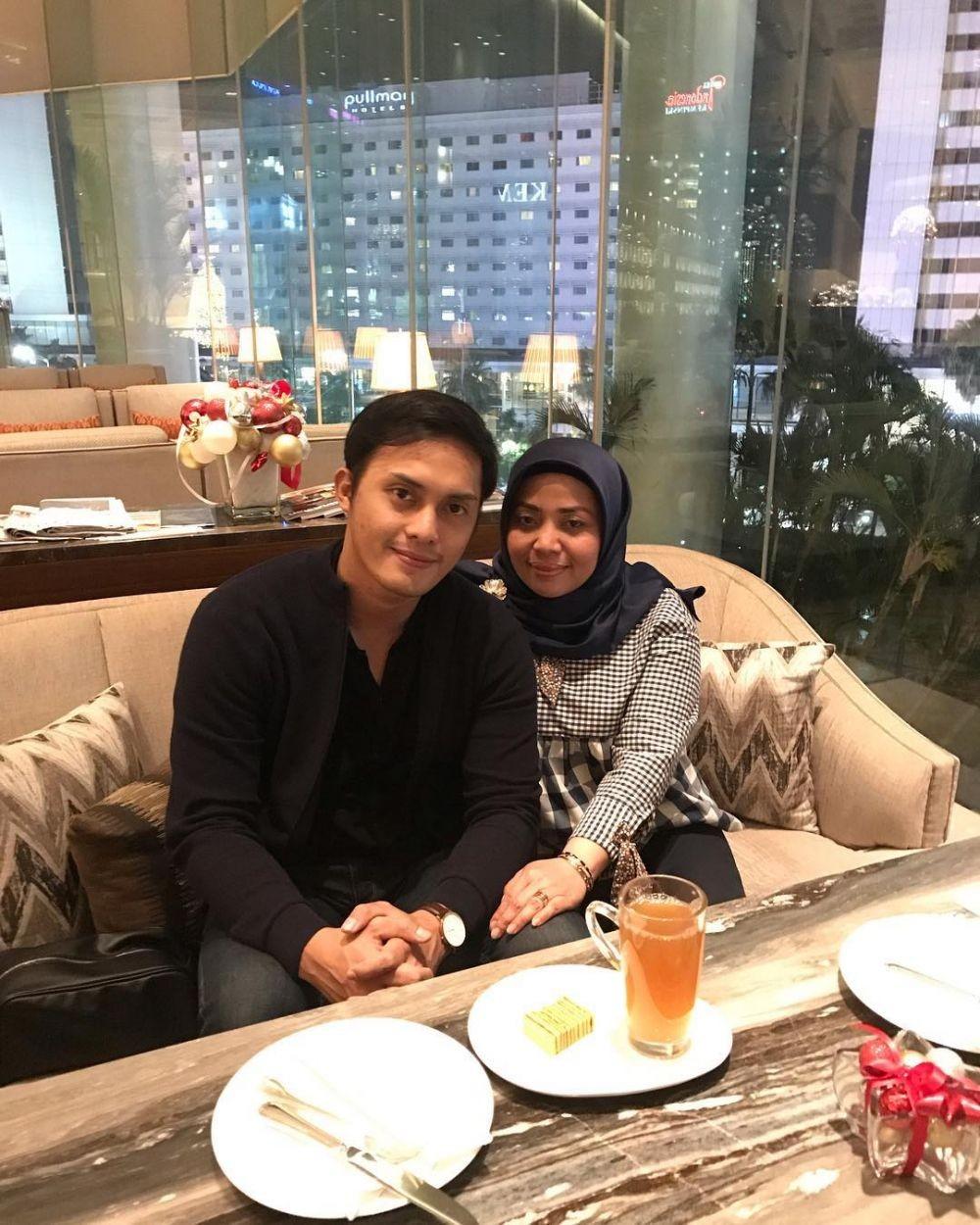 Puasa Bareng Suami, 10 Potret Mesra Muzdalifah & Fadel Islami