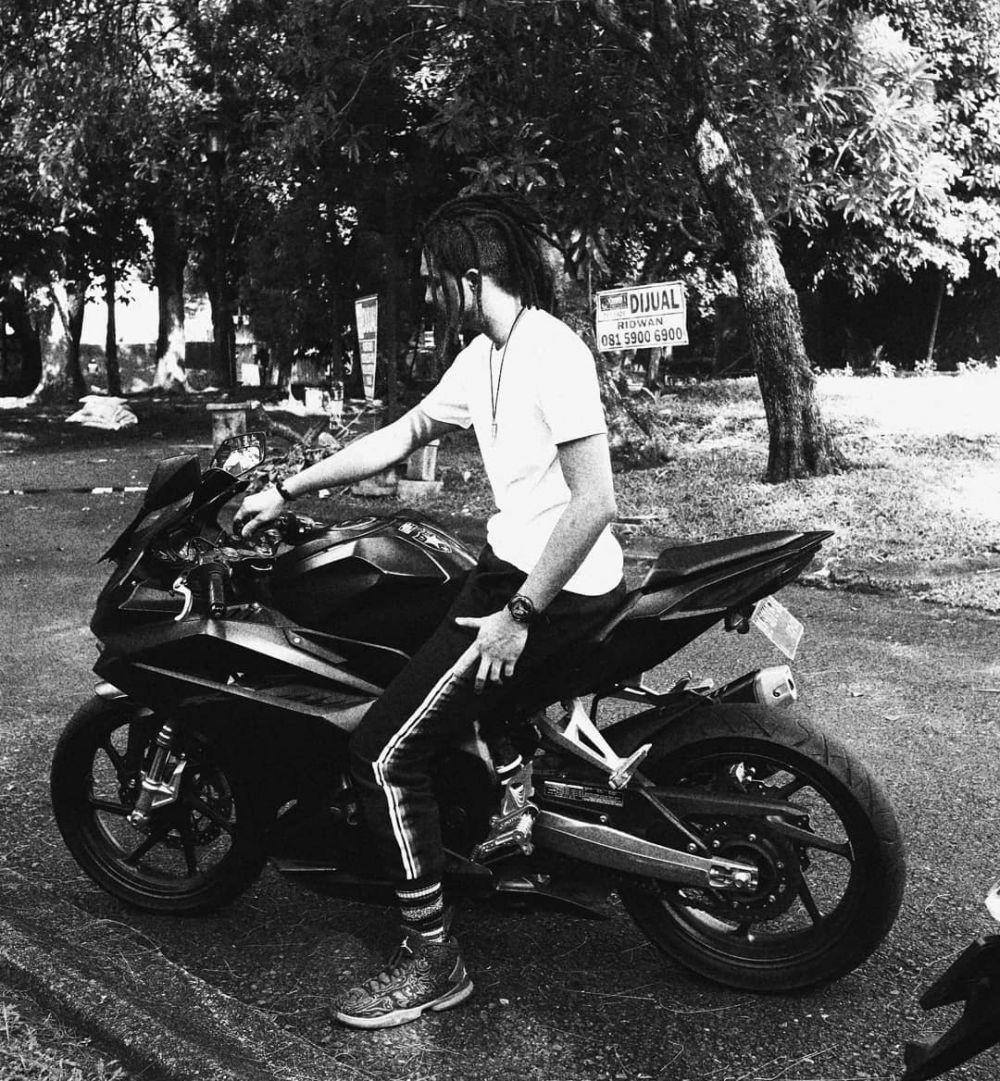 Mirip Kai EXO dan Kendrick Lamar, 10 Potret Rambut Gimbal Teuku Atha