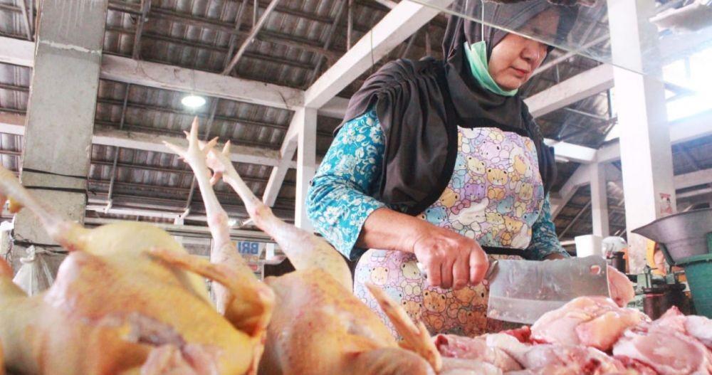 Awal Ramadan, Harga Daging Ayam di Pasaran Masih Stabil