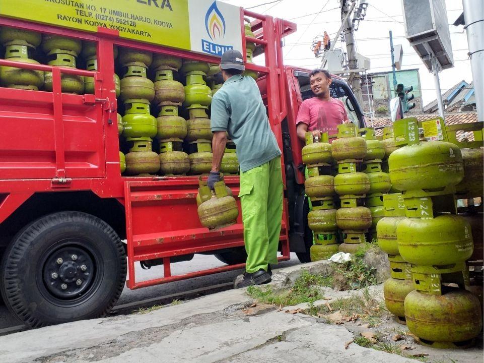 Kebakaran Kilang Balongan Tak Pengaruhi Pasokan BBM dan LPG di Jateng