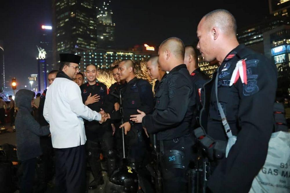 Foto Anies Saat Ajak Putra Bungsunya Periksa Keamanan Jakarta
