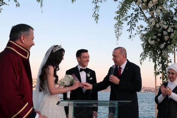 Presiden Turki Jadi Saksi Pernikahan, Mesut Ozil Dikritik di Jerman