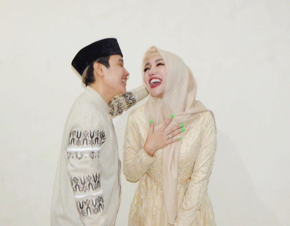 Bikin Pangling, 10 Potret Menawan Lucinta Luna dalam Balutan Hijab