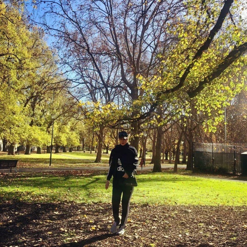 9 Kebersamaan Marini Zumarnis & Keluarga LebaranBareng di Australia