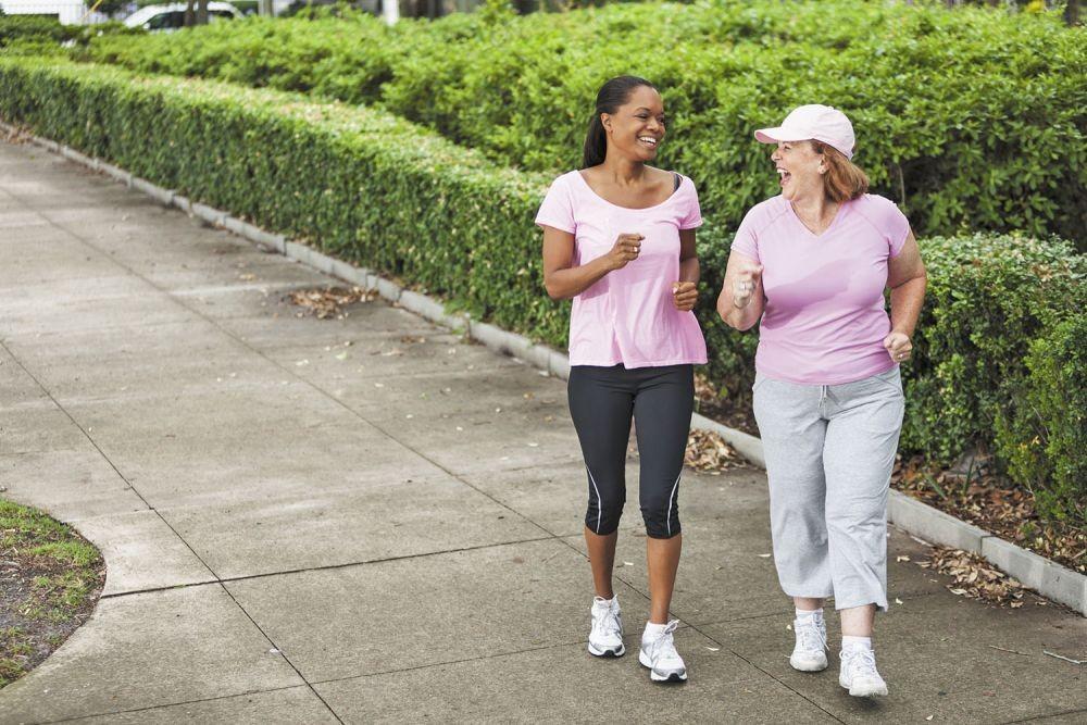 Suka Jalan Santai? Ini 7 Manfaat Kesehatan Luar Biasanya untuk Kamu