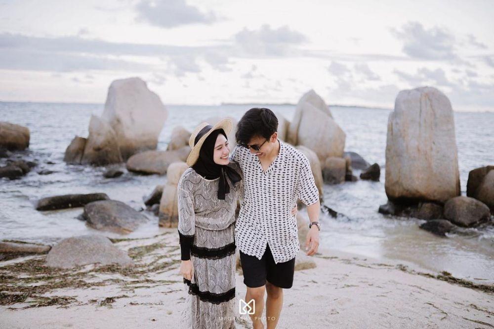 9 Inspirasi Foto Prewedding Outdoor ala Selebgram Hijab Amy & Gege