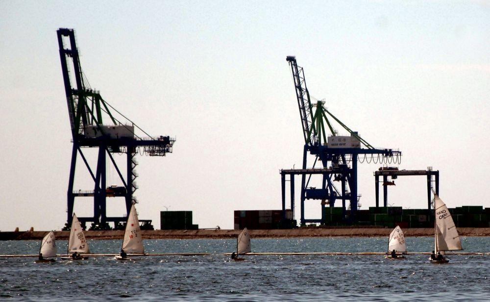 Pelindo Klaim Penambangan Pasir Laut di Makassar Sesuai Ketentuan