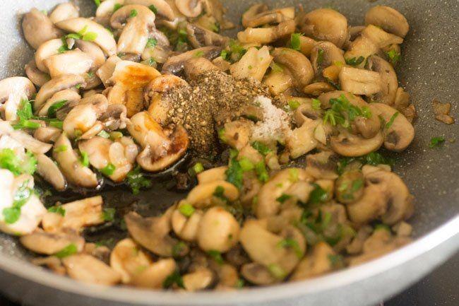 Resep Nasi Goreng Ayam Jamur Pedas yang Super Enak dan Bergizi