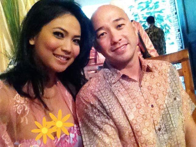 10 Momen Romantis Kinaryosih & Suami Bulenya Setelah 9 Tahun Menikah