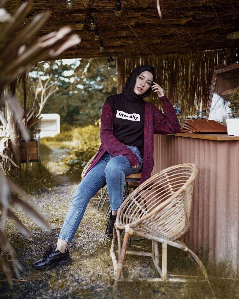 10 Inspirasi Padu Padan Cardigan untuk Hijabers Stylish