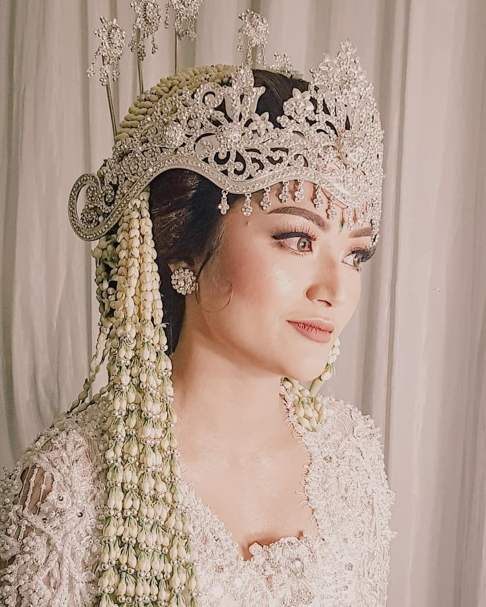 Sah Jadi Suami-Istri, Ini 9 Momen Akad Nikah Siti Badriah & Krisjiana