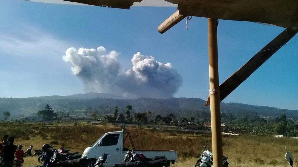 10 Momen Terekam Warga saat Gunung Tangkuban Parahu Meletus