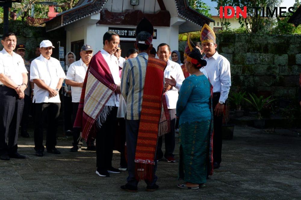 Jokowi Sampai 'Melongo' Dengar Cerita Batak Makan Orang