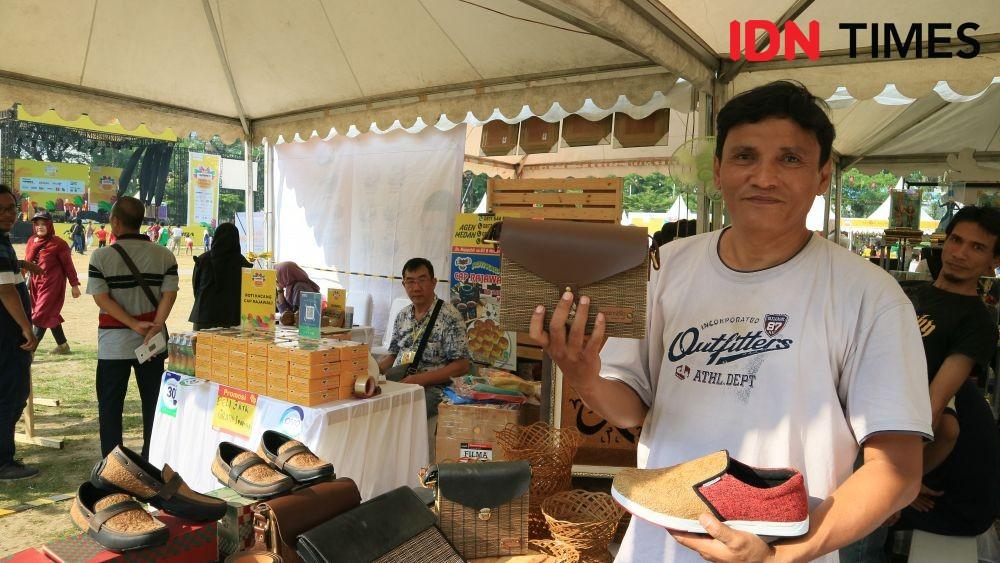 Produk Lokal Cambia, Febry Jadikan Sepatu dari Sabut Kelapa