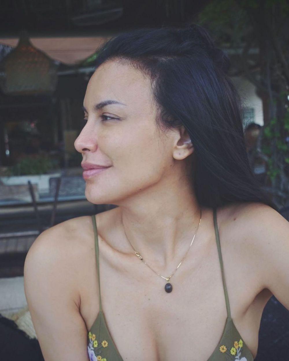 10 Pesona Sophia Latjuba yang Tetap Awet Muda di Usia ke-49 Tahun