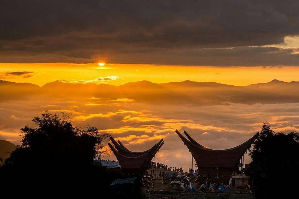 10 Destinasi Wisata Negeri di Atas Awan di Indonesia, Keren Banget