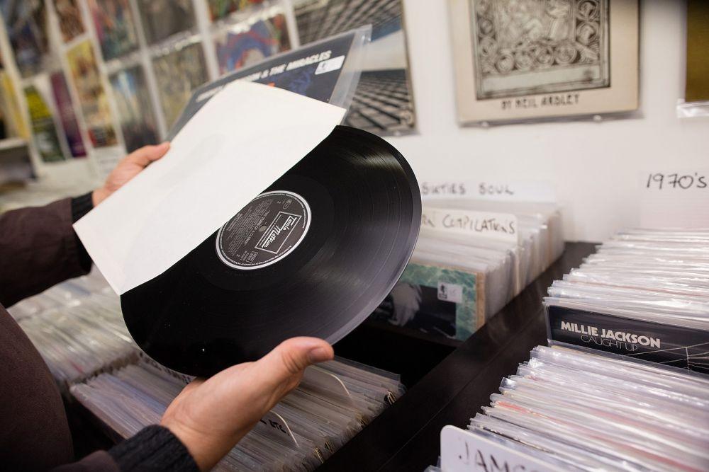 9 Hal yang Membuat Vinyl Record Lebih Baik dibanding Media Musik Lain