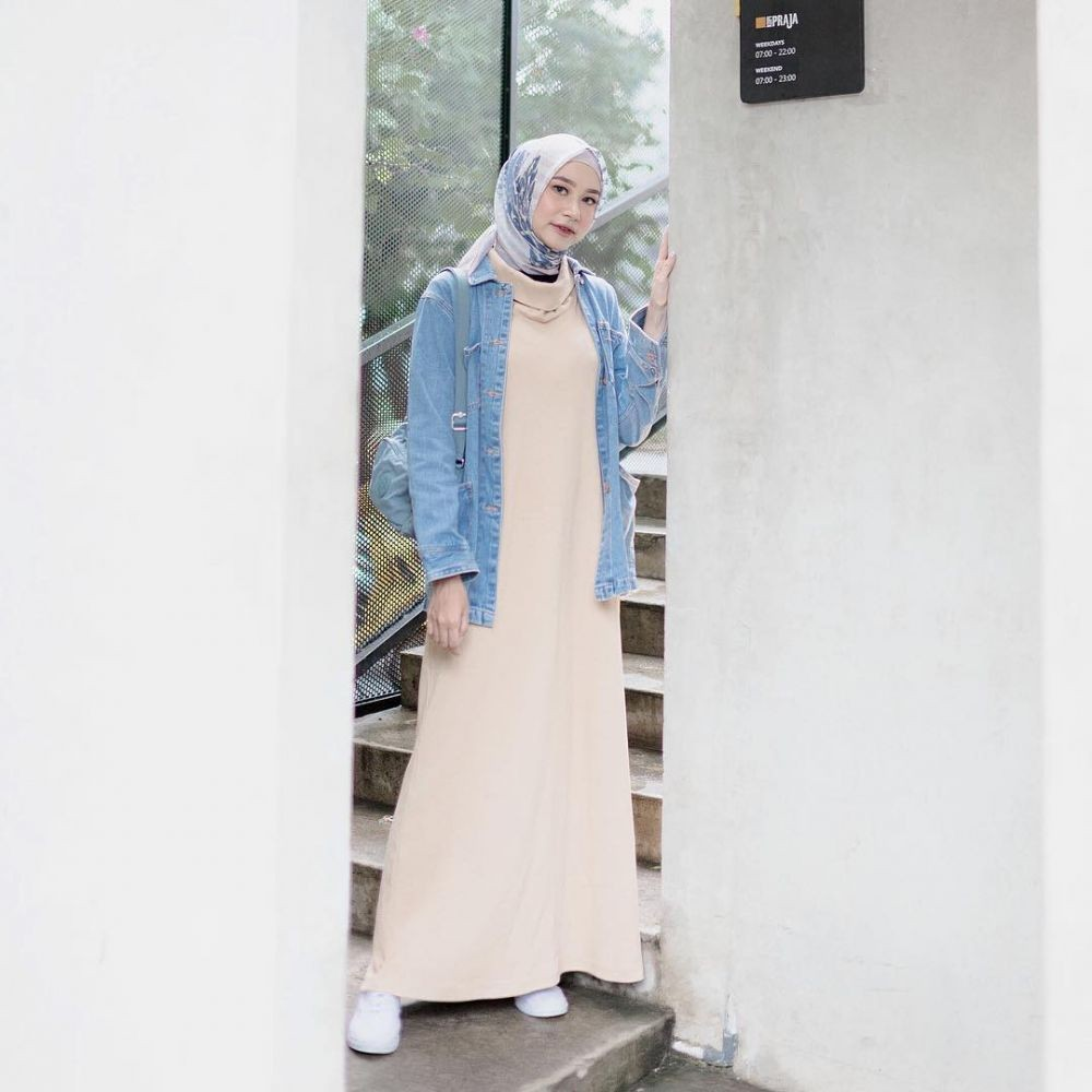 Simple Look, 10 Inspirasi Hijab ala Influencer Siti Bahjatina