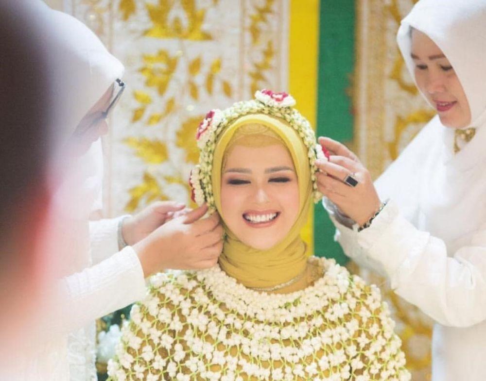 5 Momen Bahagia Cut Meyriska & Roger Danuarta dalam Siraman Adat Aceh