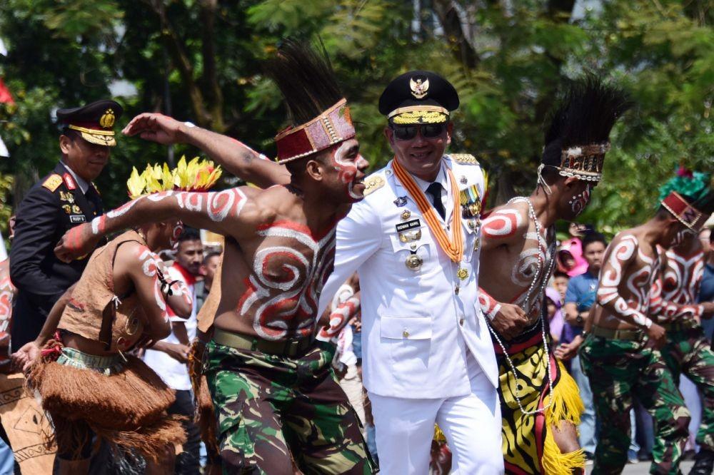Semarak HUT ke-74 RI, Ridwan Kamil Bersama Warga Papua Menari Sajojo