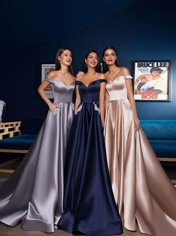 10 Inspirasi Model Gaun Bridesmaid Berbahan Satin, Anggun & Elegan!