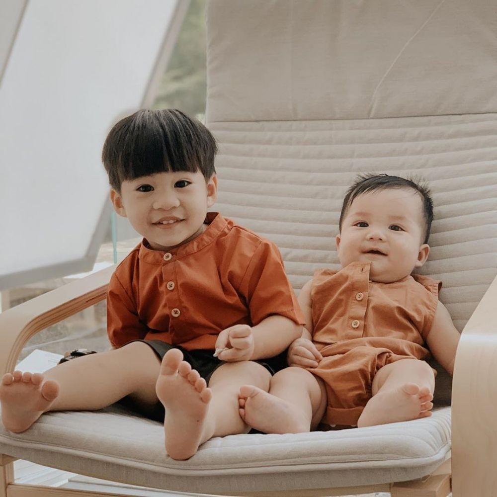 Jadi Ibu Dua Anak, 10 Potret Gemas Putri Titian Saat Momong Dua Anak